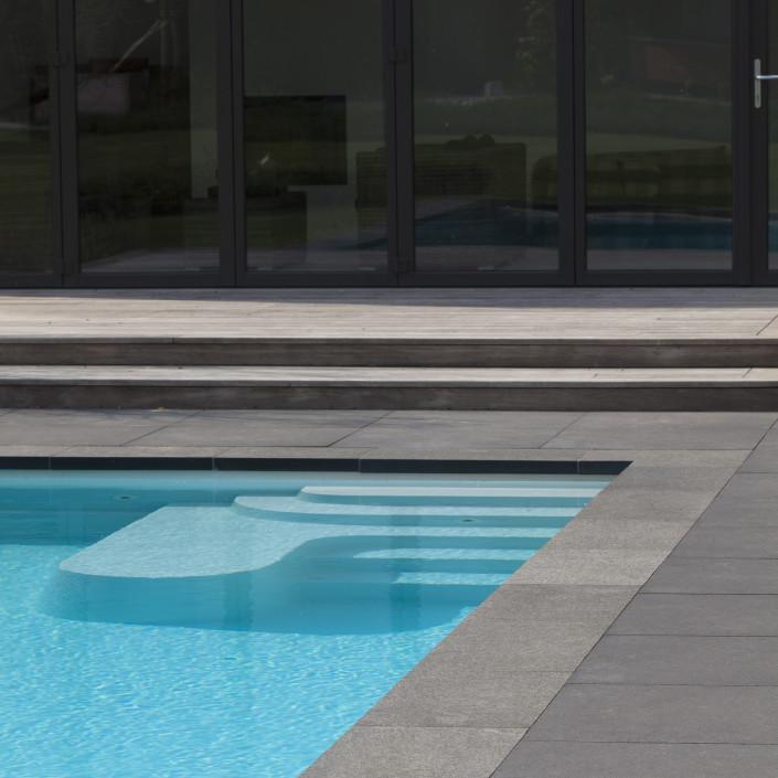 Genieten aan het zwembad de jonghe eeklo - Zwembad onder het terras ...